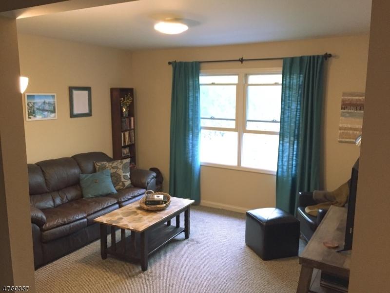 Частный односемейный дом для того Аренда на 180 Newark Pompton Tpke Pequannock, Нью-Джерси 07440 Соединенные Штаты