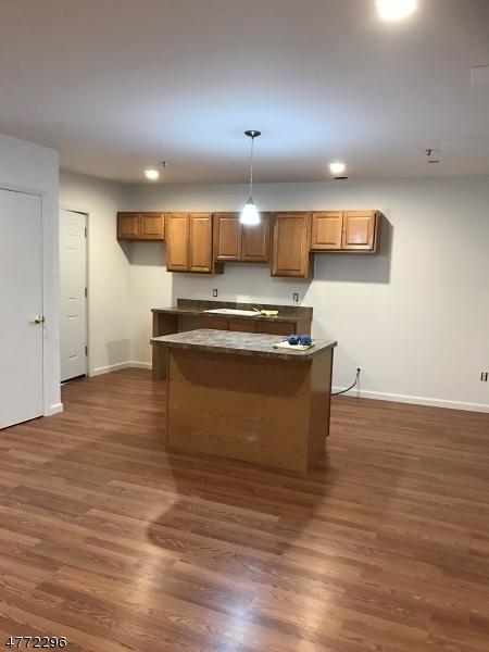 Casa Unifamiliar por un Alquiler en 15 Kent Pl, Unit 2 Pequannock, Nueva Jersey 07444 Estados Unidos
