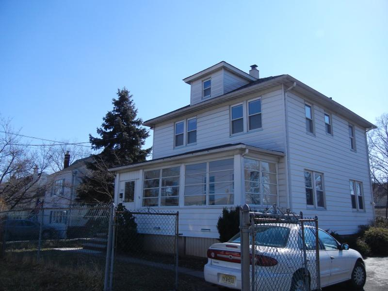 Single Family Home for Rent at 205 Melrose Avenue Middlesex, New Jersey 08846 United States