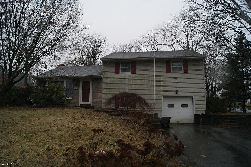 Enfamiljshus för Försäljning vid 121 Brunswick Avenue Bloomsbury, New Jersey 08804 Usa