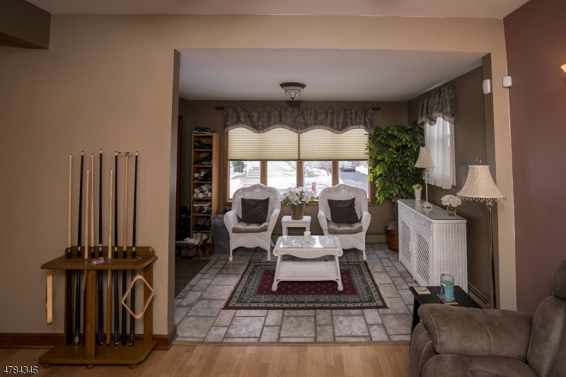 獨棟家庭住宅 為 出售 在 316 1st Street 316 1st Street Carlstadt, 新澤西州 07072 美國