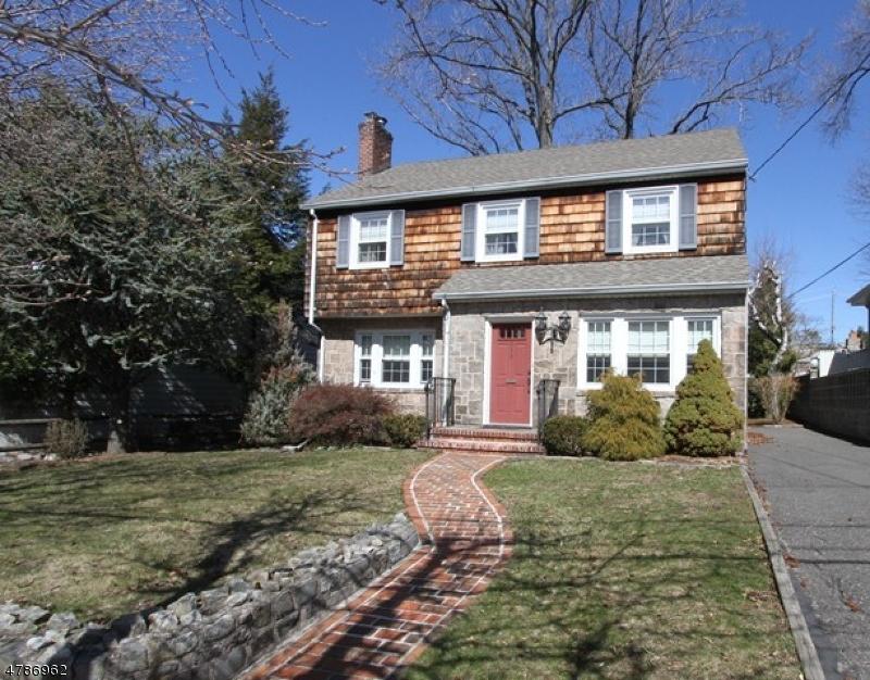 Maison avec plusieurs logements pour l Vente à 333 E Ruby Avenue Palisades Park, New Jersey 07650 États-Unis