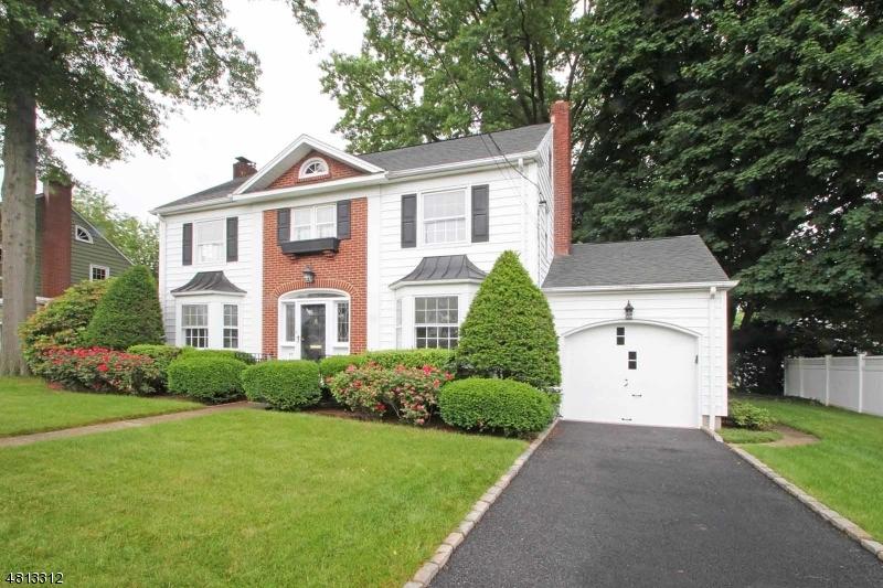 Vivienda unifamiliar por un Venta en 43 HAINES Drive Bloomfield, Nueva Jersey 07003 Estados Unidos