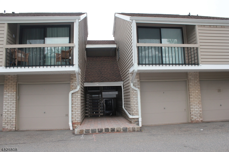 Condo / Townhouse for Sale at 7 OVERLOOK Drive Union, New Jersey 08809 United States