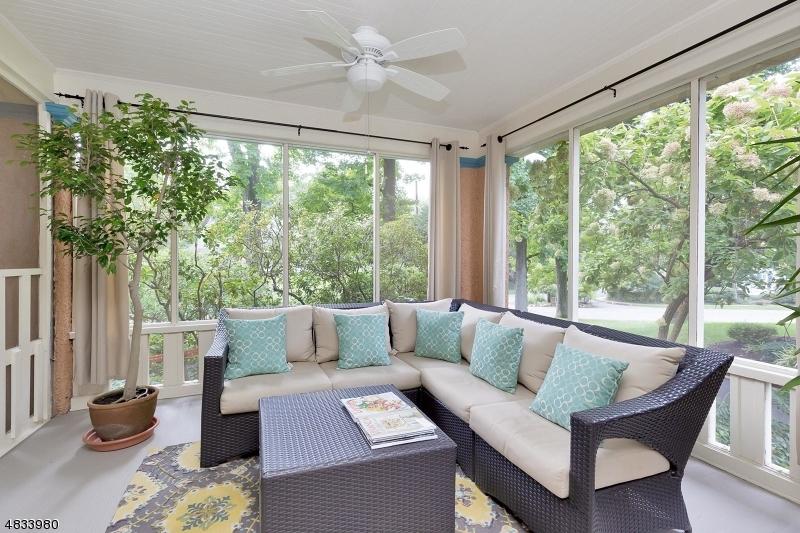 Частный односемейный дом для того Продажа на 701 RAVINE Road Plainfield, Нью-Джерси 07062 Соединенные Штаты