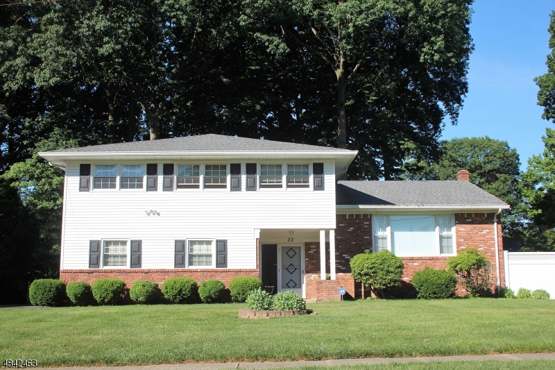 Tek Ailelik Ev için Satış at 22 CAMPBELL Road Fairfield, New Jersey 07004 Amerika Birleşik Devletleri