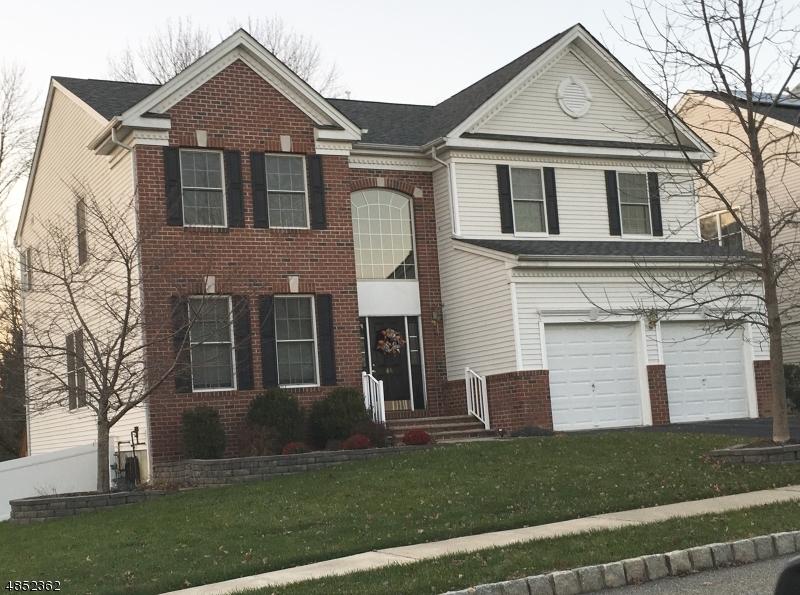 Maison unifamiliale pour l Vente à 86 HELMS MILL Road Hackettstown, New Jersey 07840 États-Unis