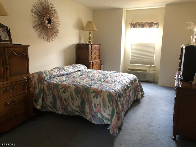 公寓 / 联排别墅 为 销售 在 7424 RICHMOND Road 西米尔福德, 新泽西州 07480 美国