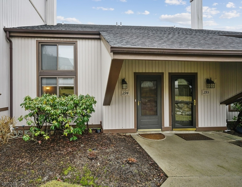 Кондо / дом для того Продажа на 16294 DELL Place Stanhope, Нью-Джерси 07874 Соединенные Штаты