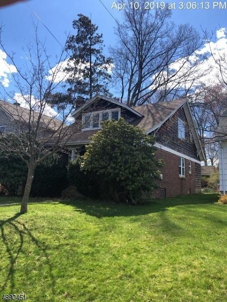 Casa Unifamiliar por un Venta en 704 CENTER Street Garwood, Nueva Jersey 07027 Estados Unidos
