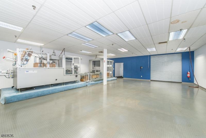 Additional photo for property listing at  Livingston, New Jersey 07039 Stati Uniti