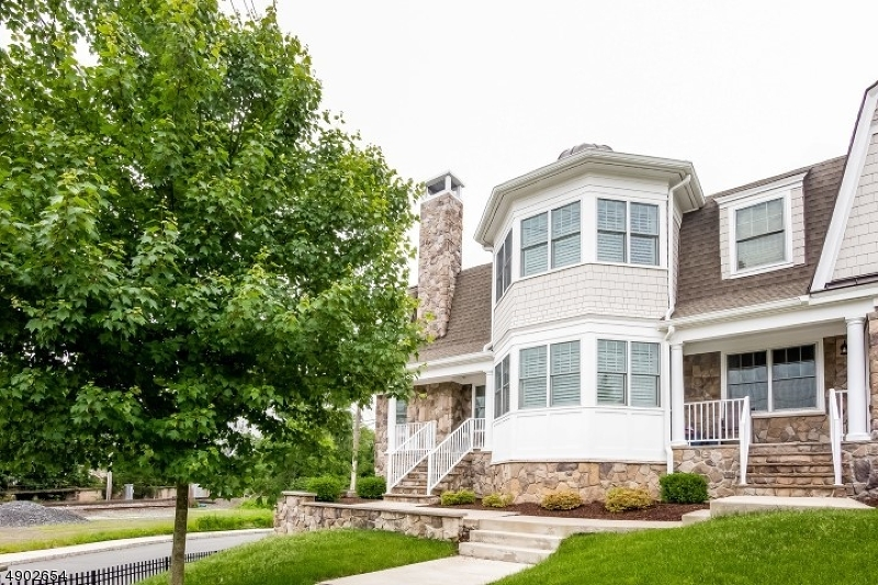 Condo / Casa geminada para Venda às Address Not Available New Providence, Nova Jersey 07974 Estados Unidos