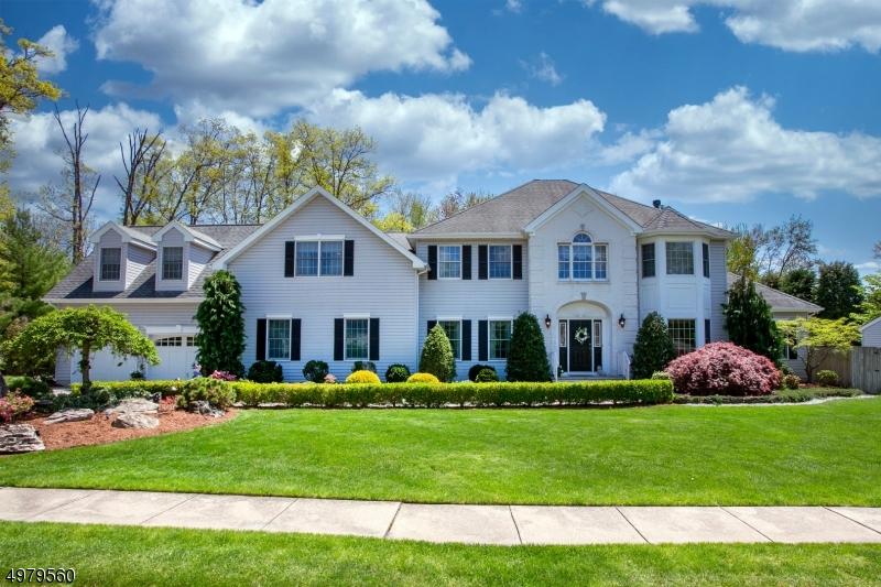 Single Family Homes 为 销售 在 Hanover, 新泽西州 07981 美国