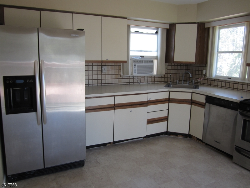 Additional photo for property listing at 412 Fenlon Blvd  Clifton, New Jersey 07014 États-Unis