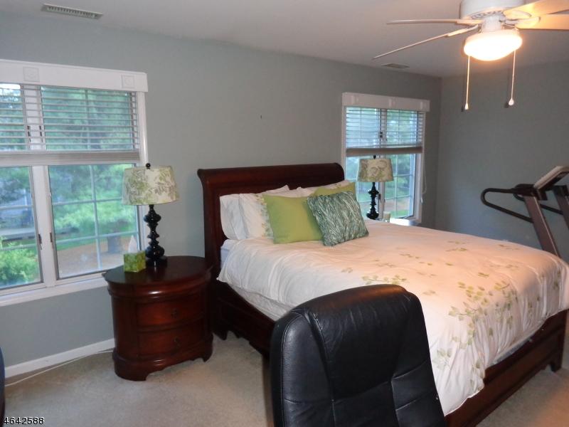 Additional photo for property listing at 11 Helton Ter  Montville, Нью-Джерси 07045 Соединенные Штаты