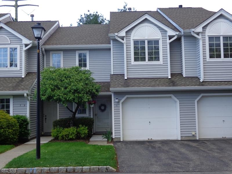 Частный односемейный дом для того Продажа на 11 Helton Ter Montville, Нью-Джерси 07045 Соединенные Штаты