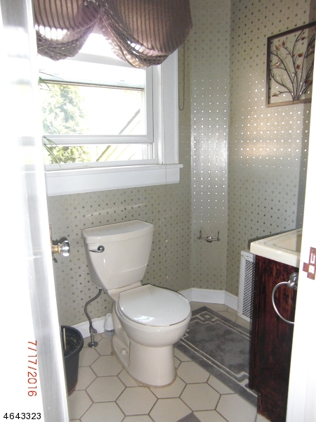 Additional photo for property listing at 2 Lowell Place  West Orange, Nueva Jersey 07052 Estados Unidos
