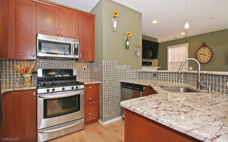Additional photo for property listing at 124 George Russell Way  Clifton, Nueva Jersey 07013 Estados Unidos