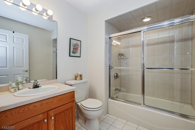 Additional photo for property listing at 60 Knightsbridge  Watchung, Nueva Jersey 07069 Estados Unidos