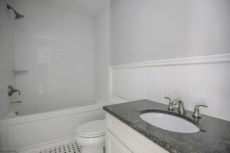 Additional photo for property listing at 10E Central Avenue  Caldwell, New Jersey 07006 États-Unis