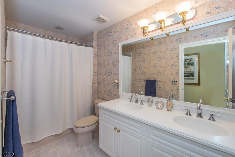 Additional photo for property listing at 202 Lindabury Lane  Pottersville, New Jersey 07979 États-Unis