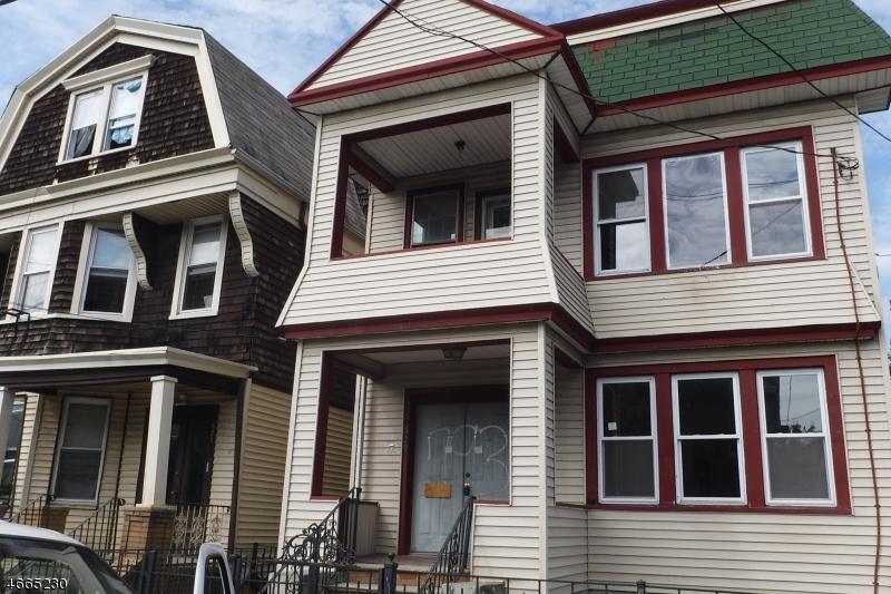 Maison avec plusieurs logements pour l Vente à 819 S 19th Street Newark, New Jersey 07108 États-Unis
