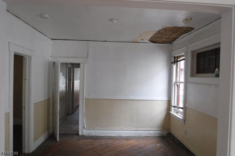 Additional photo for property listing at 819 S 19th Street  Newark, New Jersey 07108 États-Unis
