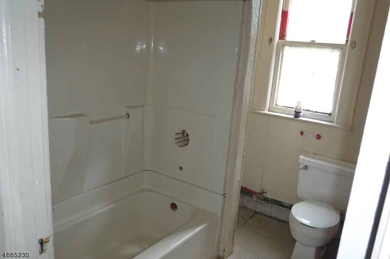 Additional photo for property listing at 819 S 19th Street  纽瓦克市, 新泽西州 07108 美国