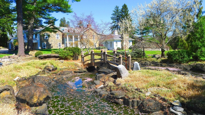 Частный односемейный дом для того Продажа на 271 Mine Brook Road Bernardsville, 07924 Соединенные Штаты