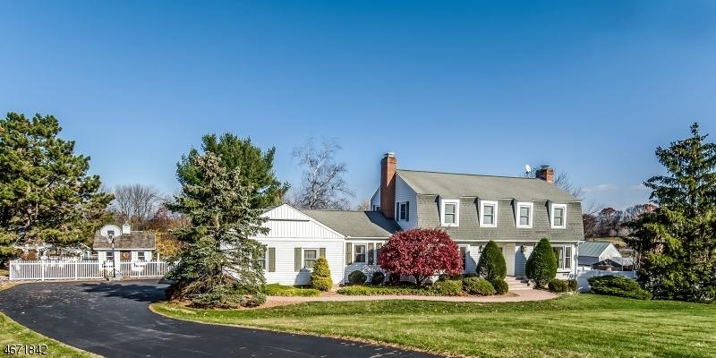 Частный односемейный дом для того Продажа на 7 Old Farm Road Hampton, 08827 Соединенные Штаты