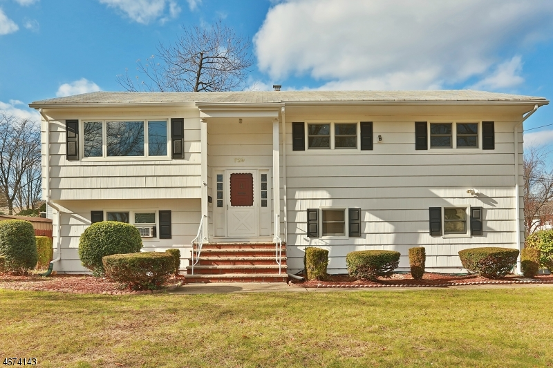 Single Family Home for Sale at 729 Highland Avenue Paramus, New Jersey 07652 United States