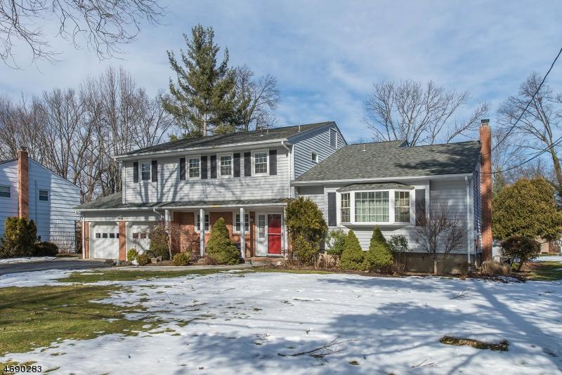Maison unifamiliale pour l Vente à 7 Beechtree Road Roseland, New Jersey 07068 États-Unis
