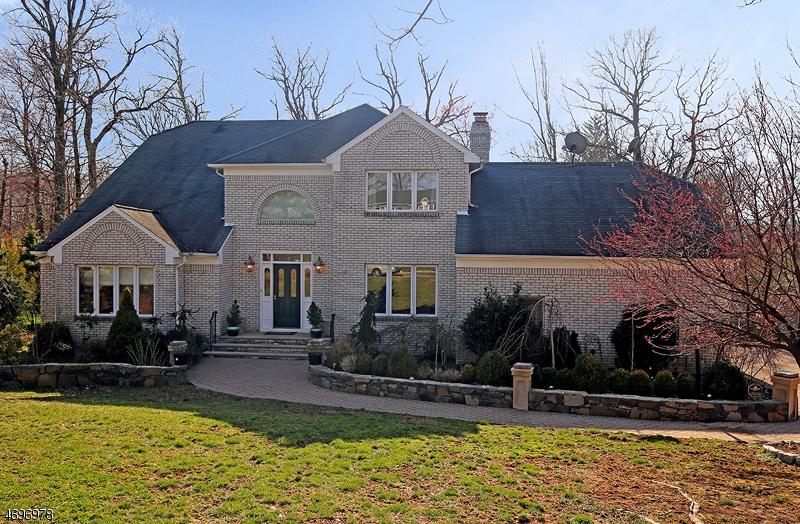 Maison unifamiliale pour l Vente à 35 Swenson Circle Berkeley Heights, New Jersey 07922 États-Unis