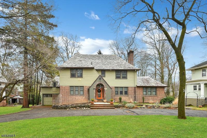 Частный односемейный дом для того Продажа на 390 Charlton Avenue South Orange, 07079 Соединенные Штаты
