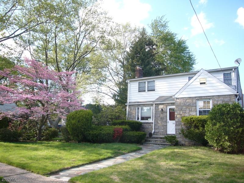 Maison unifamiliale pour l Vente à 676 Cooper Avenue Oradell, New Jersey 07649 États-Unis