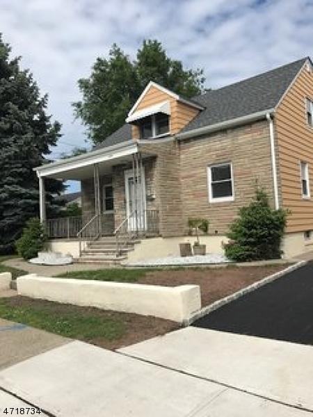Частный односемейный дом для того Продажа на Address Not Available Garfield, Нью-Джерси 07026 Соединенные Штаты