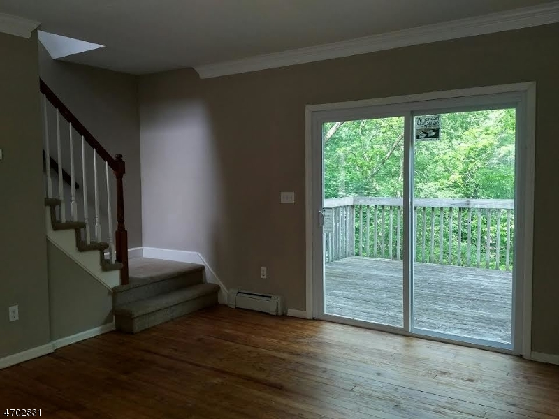 Additional photo for property listing at 49 WILLOW AVENUE  Bloomsbury, Нью-Джерси 08804 Соединенные Штаты