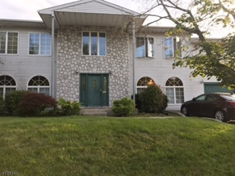 Casa Unifamiliar por un Venta en 131 Nottingham Drive Willingboro, Nueva Jersey 08046 Estados Unidos