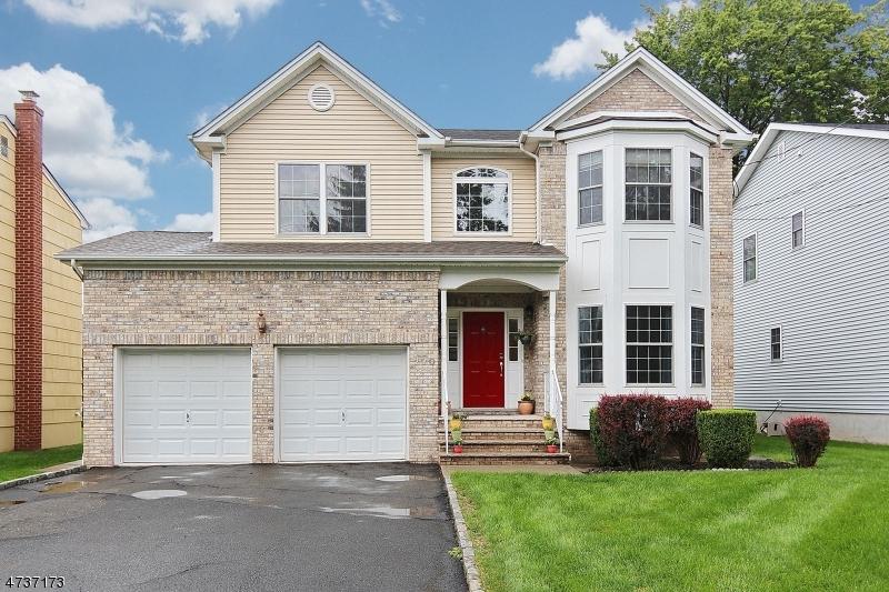 Частный односемейный дом для того Продажа на 270 Hemlock Avenue Garwood, Нью-Джерси 07027 Соединенные Штаты