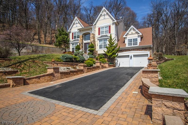 Частный односемейный дом для того Продажа на 108 RAVINE Road 108 RAVINE Road Dunellen, Нью-Джерси 08812 Соединенные Штаты