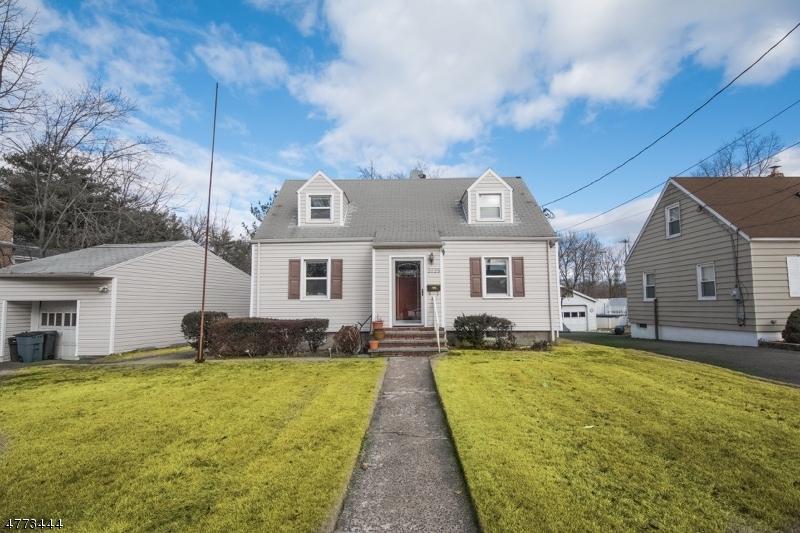 Частный односемейный дом для того Продажа на 20-23 20-23 Saddle River Road Fair Lawn, Нью-Джерси 07410 Соединенные Штаты
