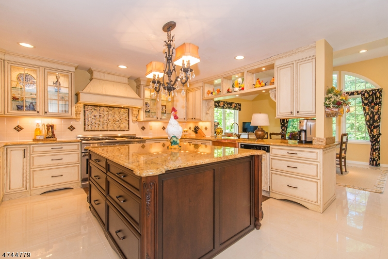 Single Family Home for Sale at 106 Glenside Road 106 Glenside Road Berkeley Heights, New Jersey 07974 United States