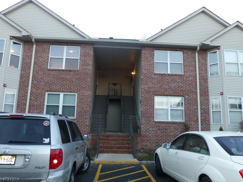 Maison unifamiliale pour l à louer à 20 Ruby Lane East Hanover, New Jersey 07936 États-Unis