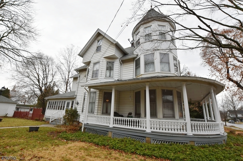Enfamiljshus för Försäljning vid 64 Center Street Bloomsbury, New Jersey 08804 Usa