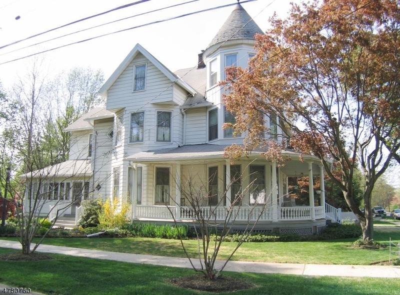 Villa per Vendita alle ore 64 Center Street Bloomsbury, New Jersey 08804 Stati Uniti