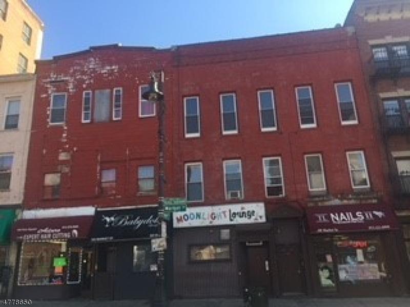 Commercial pour l Vente à 98-104 MARKET Street Paterson, New Jersey 07513 États-Unis