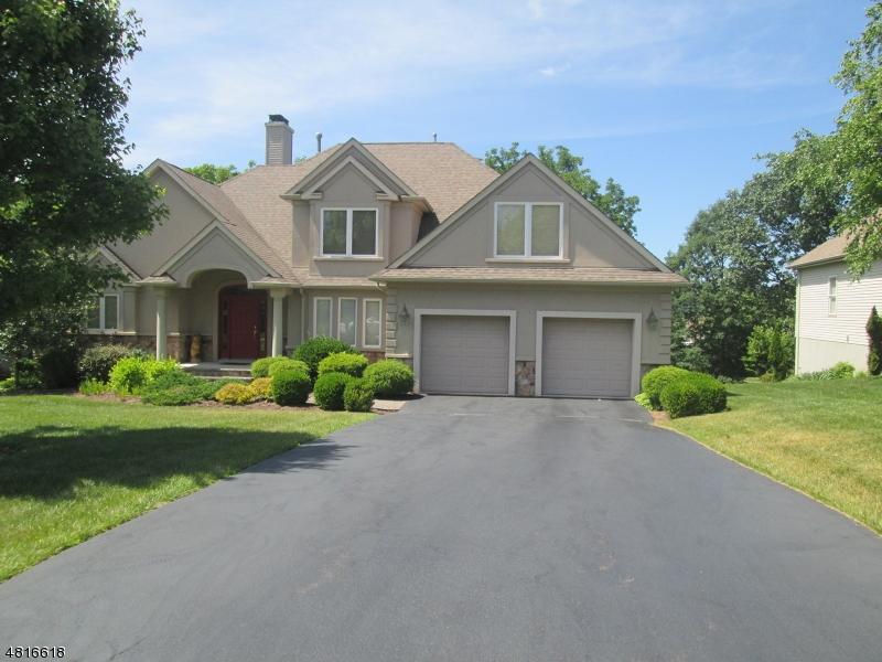 Частный односемейный дом для того Продажа на 14 BRACKEN HILL Road Hardyston, Нью-Джерси 07419 Соединенные Штаты