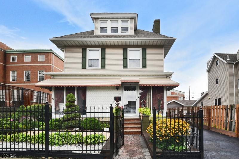 独户住宅 为 销售 在 64 EDGERTON TER East Orange, 新泽西州 07017 美国
