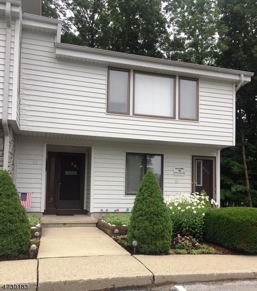 Condominio/ Casa de pueblo por un Alquiler en 381 MOHEGAN CIRCLE Andover, Nueva Jersey 07848 Estados Unidos