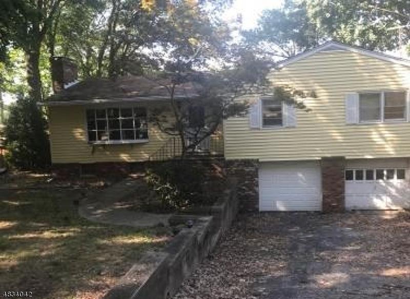 Property 为 销售 在 42 Algonquin 西米尔福德, 新泽西州 07480 美国